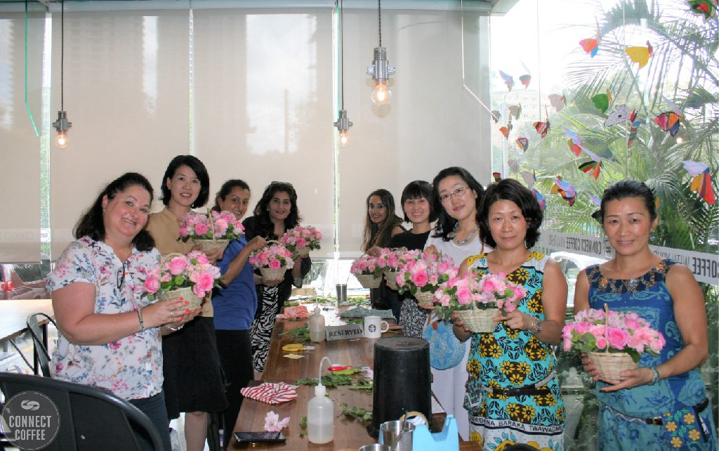 BAHATI FLOWER ARRANGEMENT SESSION : 2ND EDITION, CONNECT COFFEE AND BAHATI FLOWER, CONNECT COFFEE ROASTERS, FLOWER CLASS GROUP PHOTO